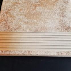 Ref : MARCHE STRIEE BEIGE ORANGE MOUCHETE 33x33